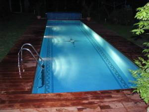 bazén s obkladem z tropického dřeva